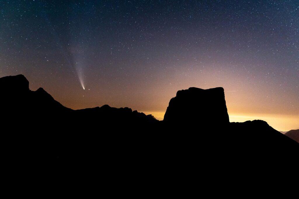 La Comète Neowise C/2020 F3 proche du Mont Aiguille